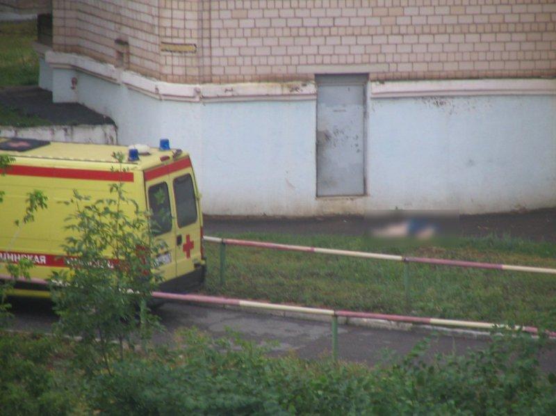 Ижевчанка выпала изокна 10-го этажа иразбилась насмерть