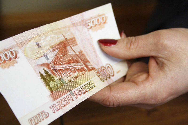 Две липовые купюры номиналом 5 тыс. руб. обнаружили вИжевске