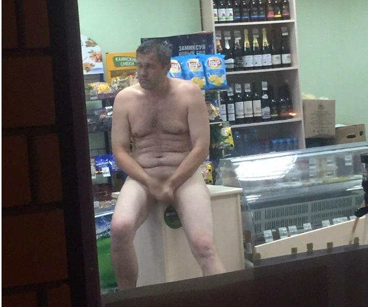 golaya-po-supermarketu