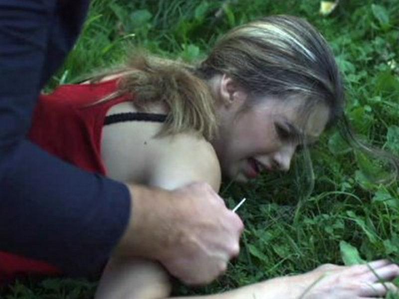 маняк насилует девочку порно фото № 60251
