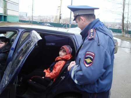 Около 22-й школы у водителей проверят наличие детских кресел