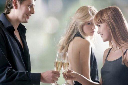 Почему супруги изменяют? Как создать отношения без измен?