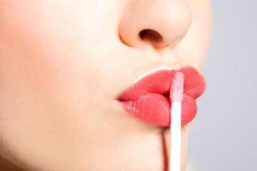 Ученые выяснили, какой макияж у женщин сводит мужчин с ума