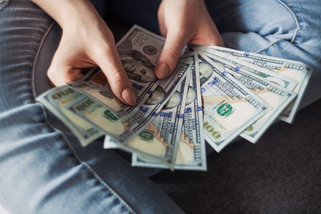 Эти Знаки Зодиака самые невезучие в деньгах в 2019 году