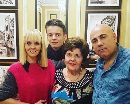 Знаменитости, которые подарили квартиру своим родителям