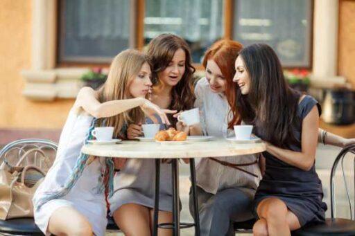 Не выноси ссор из избы: почему нельзя обсуждать своего мужчину с подругами